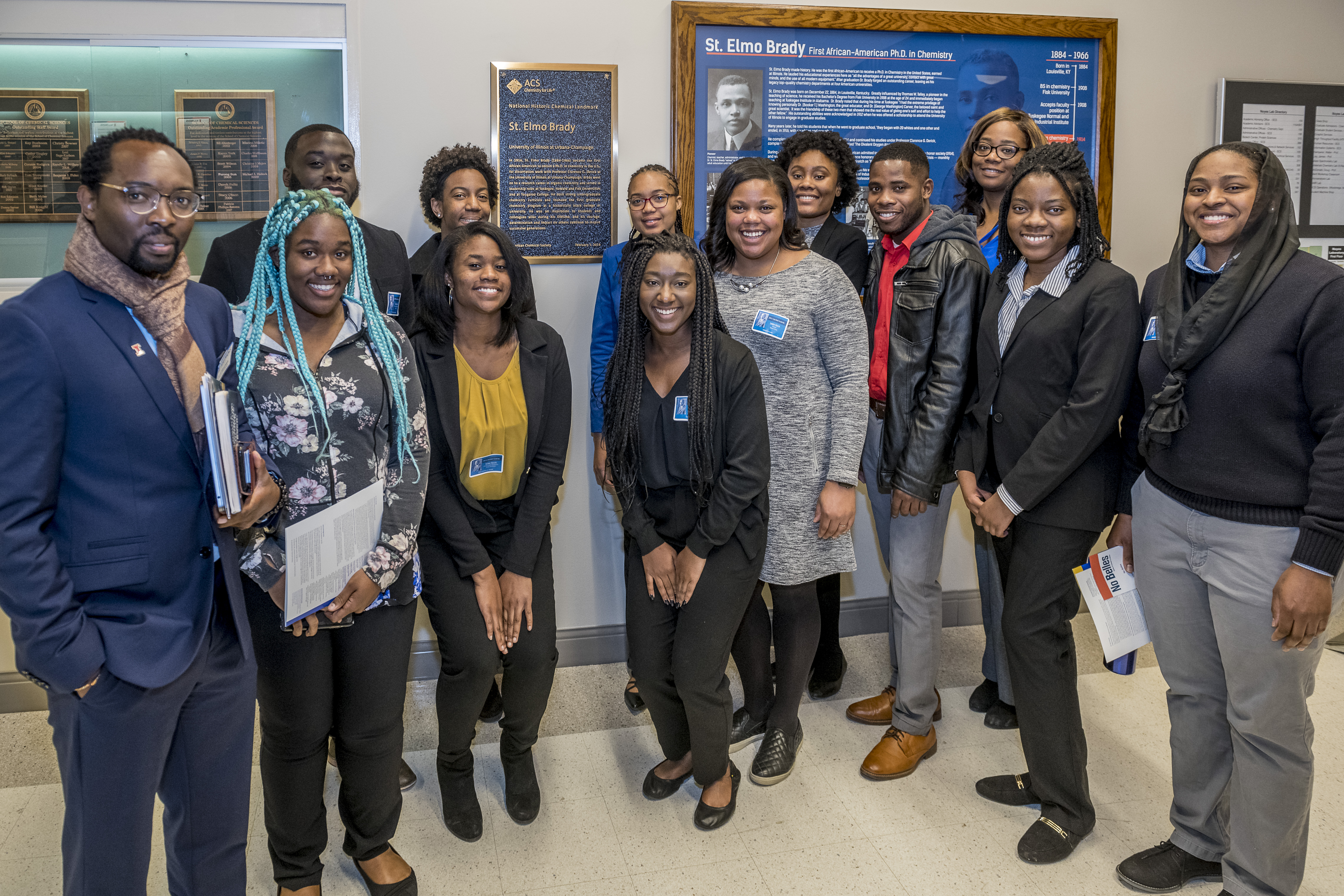Dr. Lloyd Munjanja and some visiting and U of I students
